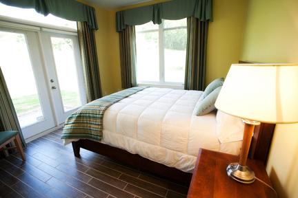 Bedroom (Queen
