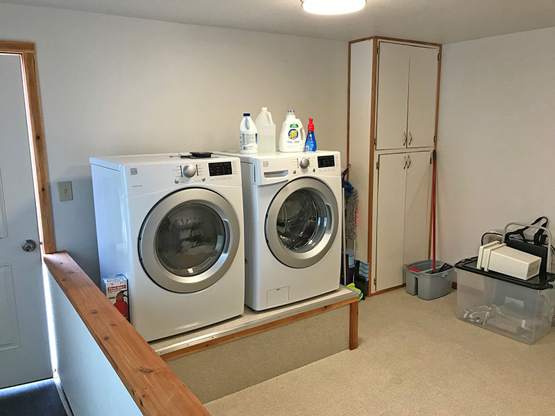 Along with Surf Song's own stacked laundry machine, this triplex has a larger laundry available to this suite.