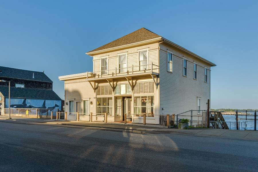 Welcome to the Bandon Historic River House!